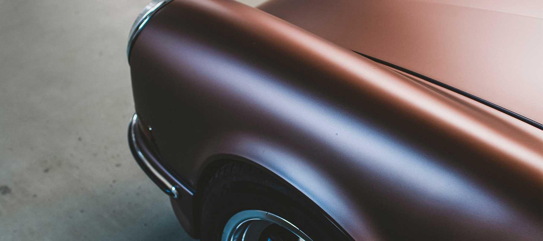 błotnik porsche carrera oklejony folią matową cześć zmiany koloru auta